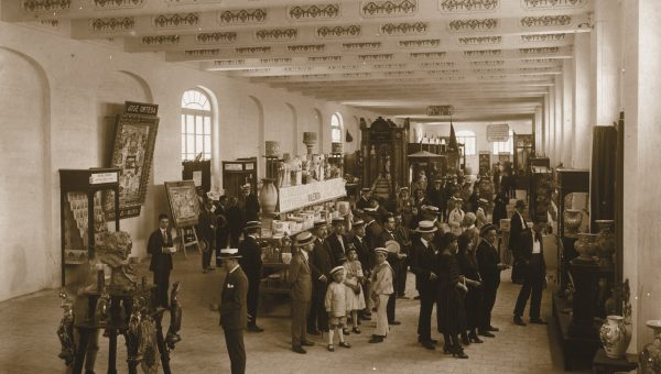 1917. Vestíbulo estación Norte